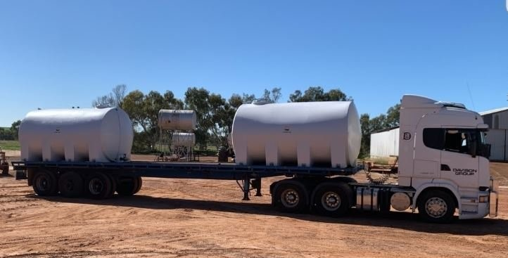 Liquid transport setup on a flat deck trailer